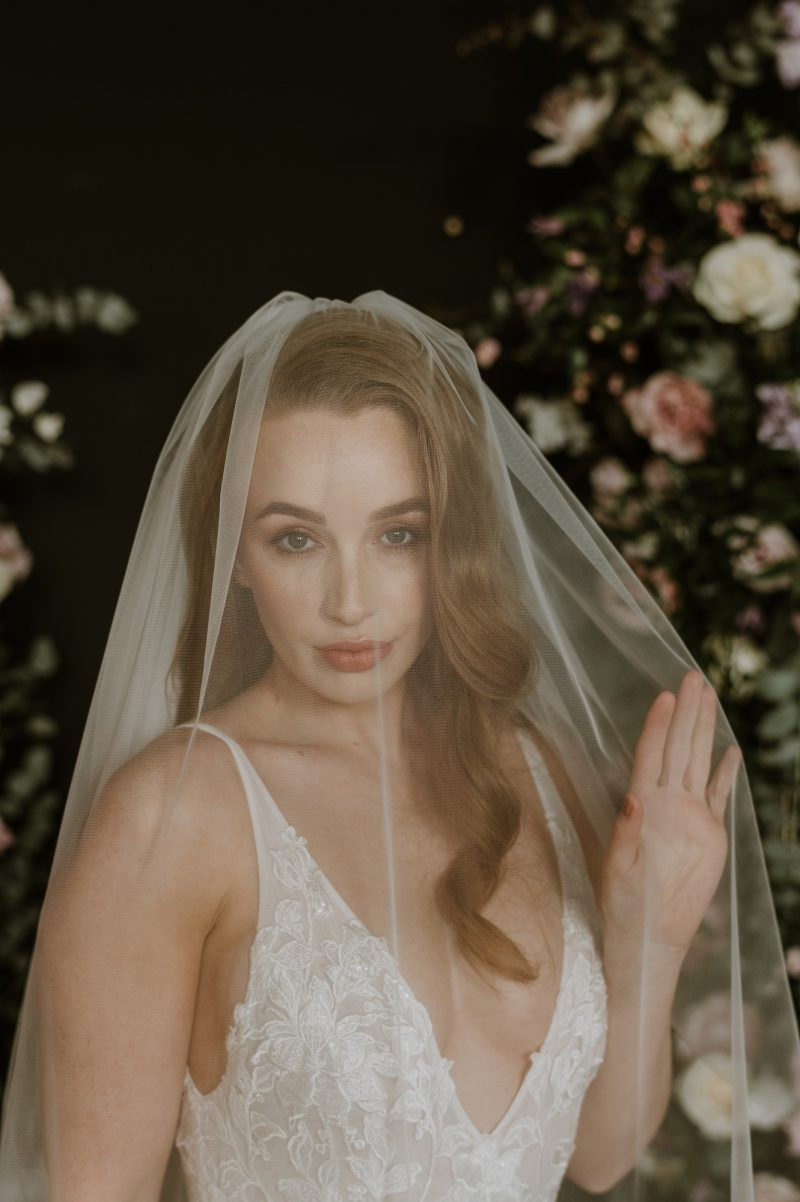 Models wears our Blusher wedding veil, which can be made detachable.
