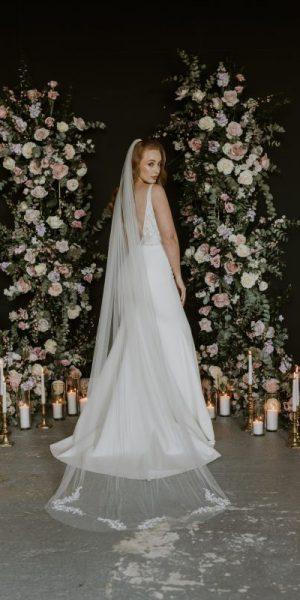 Leaf wedding veil, model wear the Alyssa veil with a leaf motif detail on the bottom of the veil.