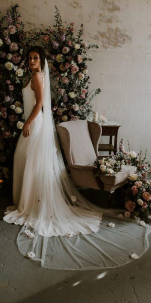 3D floral veil, model shows the full length of the wedding veil