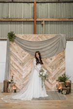 model wear floral lace veil