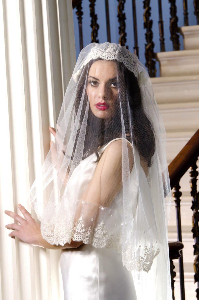 Vintage wedding veil styles model wears the Kate Moss