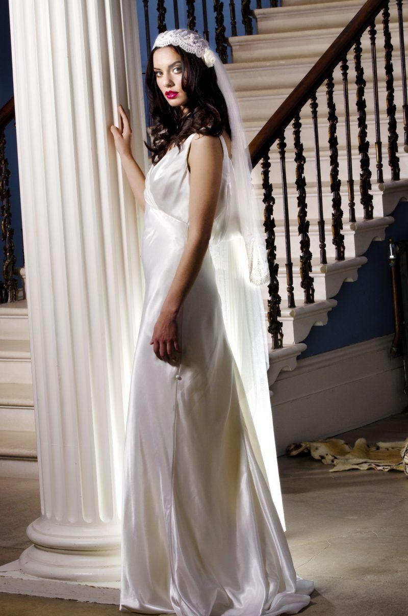 Vintage wedding veil styles , model is wearing the Kate Moss