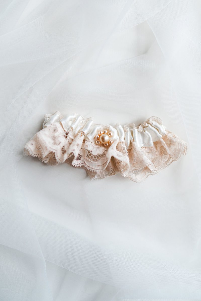 French champagne lace garter
